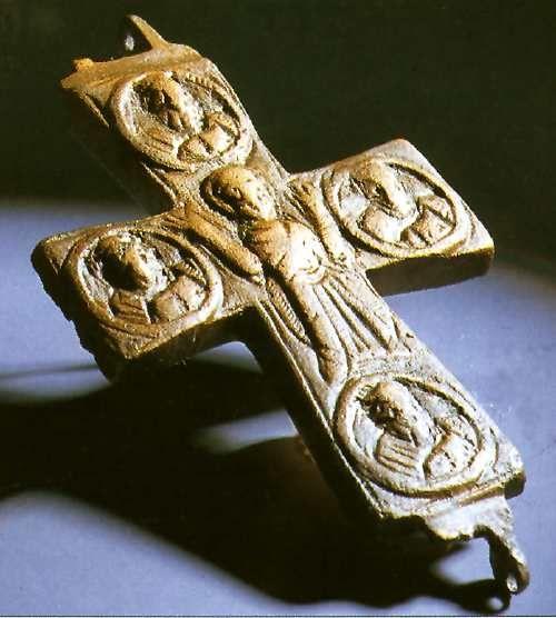 Sárrétudvari- Hízóföld Ereklyetartó kereszt 199. sír Függesztőfüllel ellátott, bronzból öntött bizánci ereklyetartó kereszt.