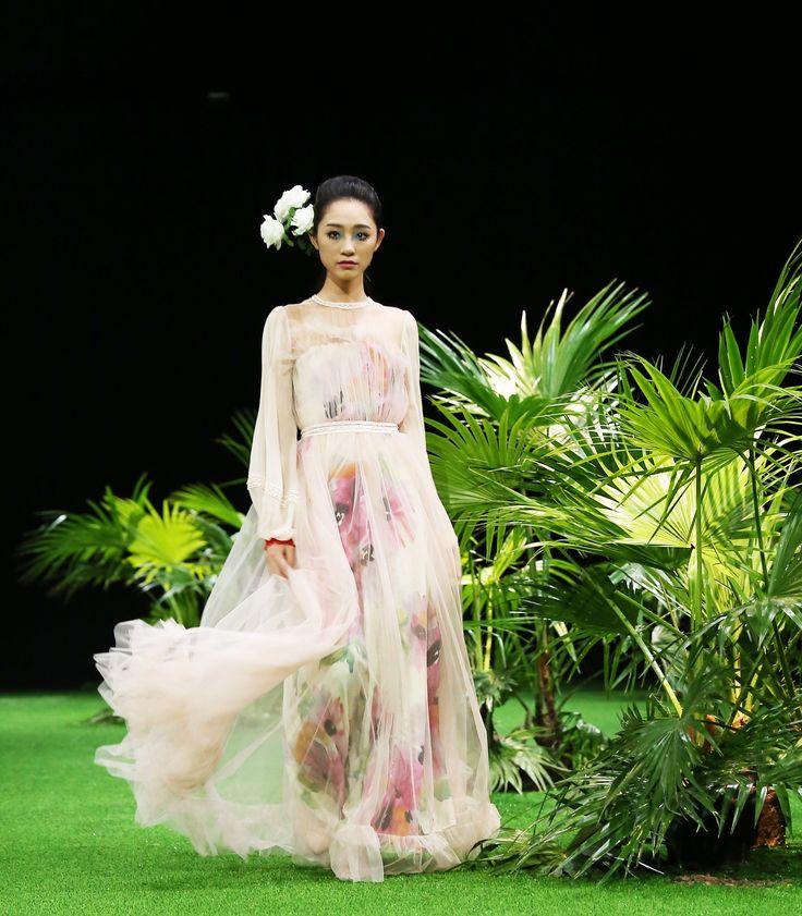 Vietnam Fashion Week SS17 - Ready to wear.   Designer: Hien Dang  Photo: Cao Duy