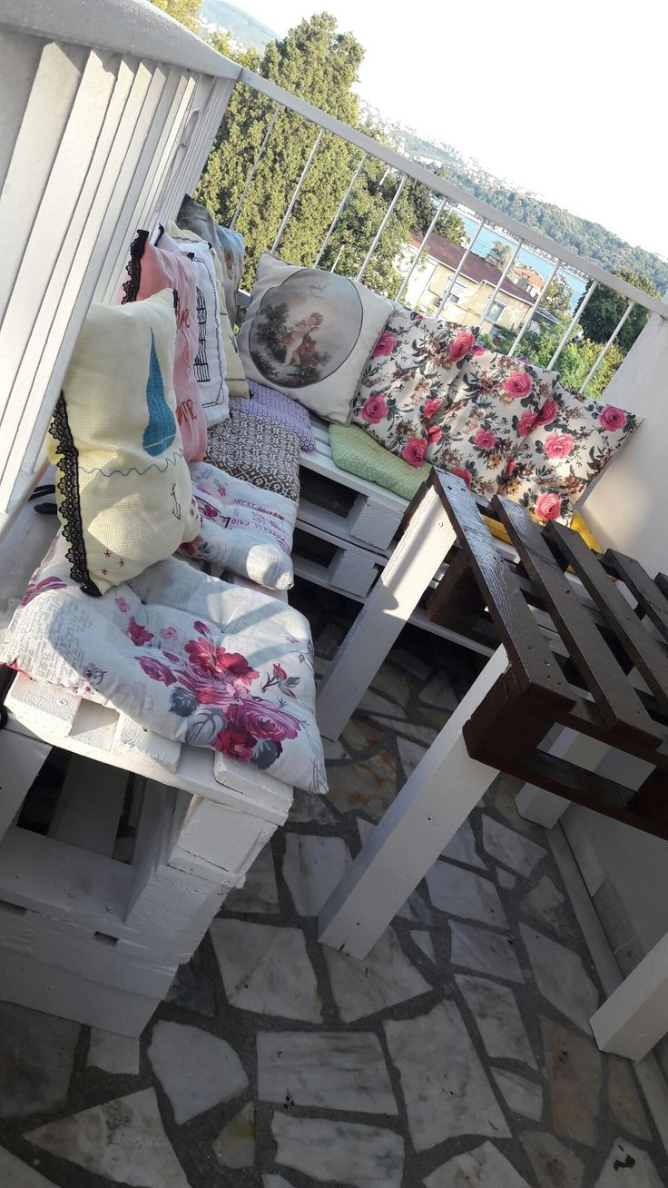 Home lovers / Lounge balcony / DIY / Market pallet lounge / pillow / decoration / Turkey Istanbul