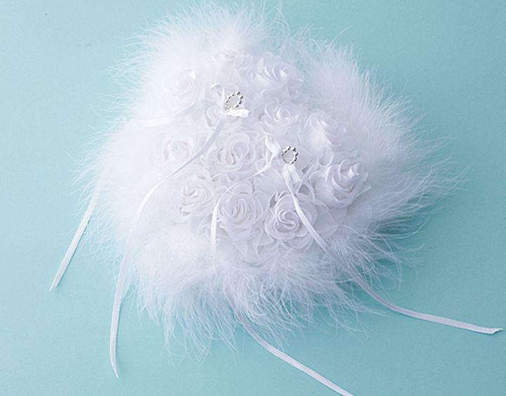 プロポーズのセレモニーと合わせて白いバラを使用