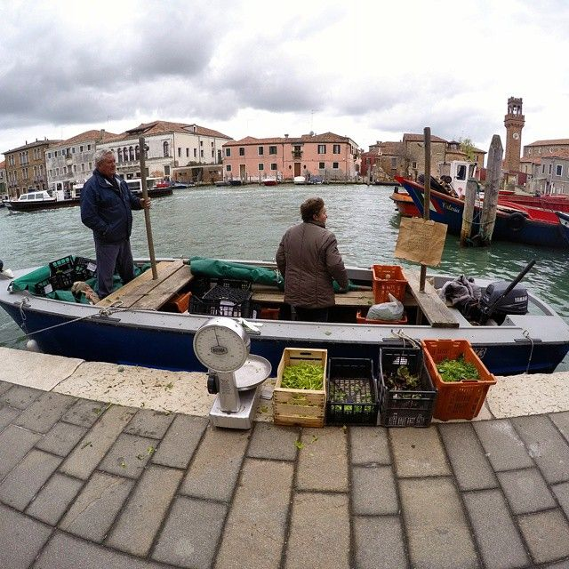 Street trading. Fresh vegetables straight from the water. #travel #Italy #Venice #Murano (w: Murano Island)