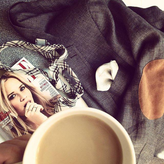 Krásné nedělní dopoledne, už v akci, s kafeeeem, trocha pánského stylingu pro #mymrbig a relax asi až odpo s @elleczech ….#sunday #elle #karllagerfeld #coffeetime #styling #sundaywork #sundaymood