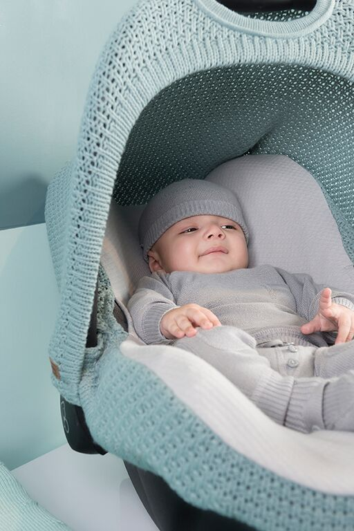 Hoes maxi-cosi stoer. Mooi gebreide hoes voor de maxi-cosi van Baby's Only. http://www.babyandkidsonline.nl/10678204/hoes-maxi-cosi-stoer
