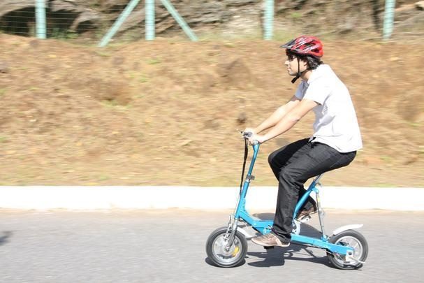 Bicicleta elétrica dobrável Ecolev Nano - Marlos Ney Vidal/EM/D.A PRESS