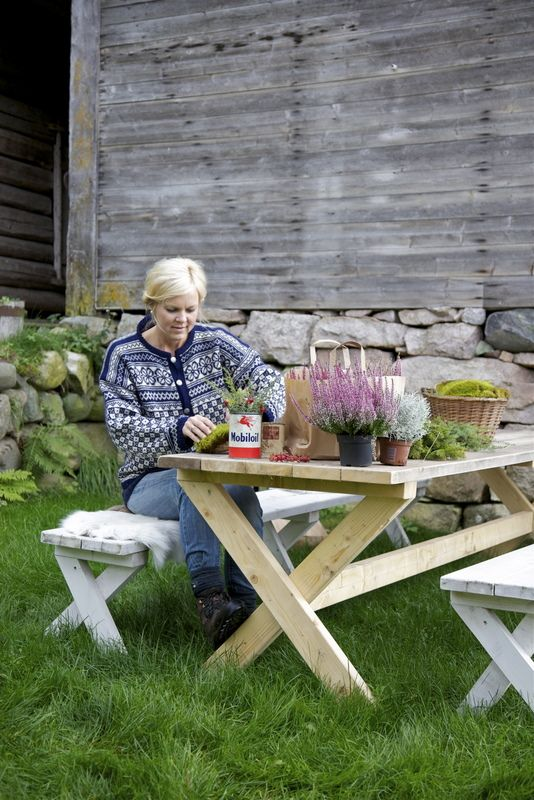 Picnic table by shed always. Livs Lyst: *BØVERTUN*