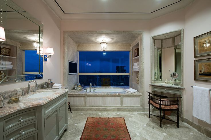 Hers Bathroom with a bath tub with a view at the Apartment DNNW, Mumbai - Architecture BRIO, Mumbai / India