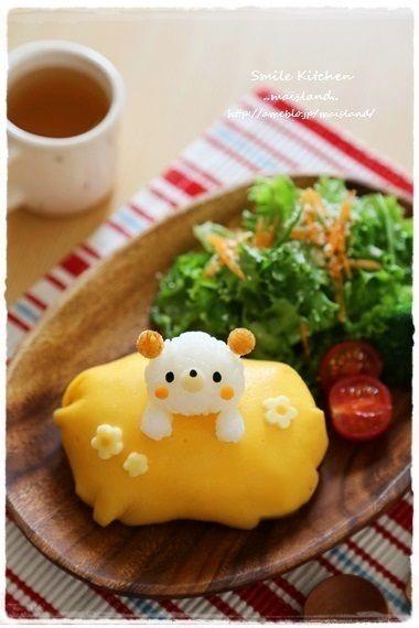【チビくまちゃんのオムライスプレート】  Mai's スマイル キッチン. Chibi Kumasan no omuraisu plate. The tomato flavored rice is inside the omelette cushion. Nice.