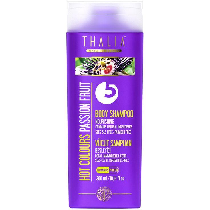 Besleyici bitki özleri sayesinde cildinize sağlık, yumuşaklık ve parlaklık verir. Misk ve meyvemsi kokuların enerjisi ile vücudunuzu şımartın. Bakımlı ve temiz bir duş için SLES/SLS ve paraben içermeyen özel formülü ile güçlendirilmiş vücut şampuanımızı her gün güvenle kullanabilirsiniz. #vücutşampuan #vücutbakım #vücut #thalia #parabeniçermez #doğal #banyo #duş #bodyshampoo #body #şampuan #thaliaşampuan