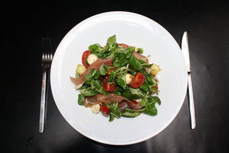 Οκτώ συνταγές για δροσερές σαλάτες από τους σεφ 8 αθηναϊκών café και εστιατορίων. | ΓΕΥΣΗ | ΓΕΥΣΗ | Θέματα | LiFO