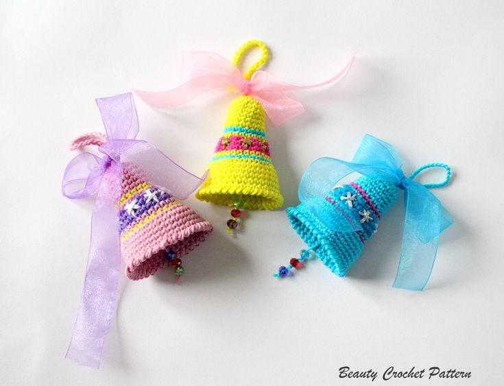 FREE crochet pattern for the Christmas Bells by Beauty Crochet Pattern.