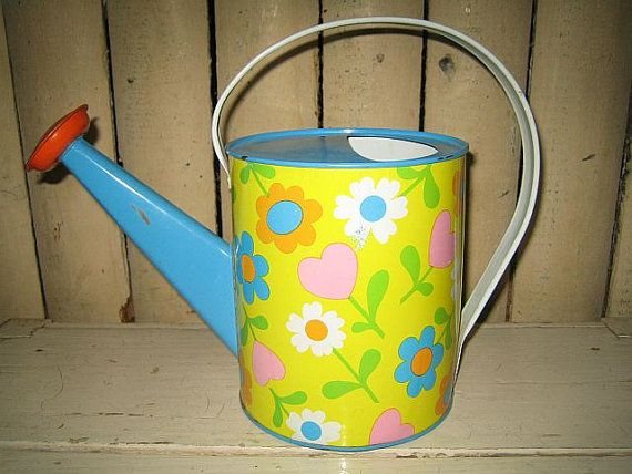Cute vintage watering can...i collect these