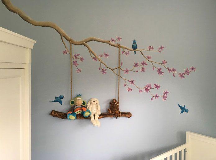 Bloesem met schommel muurschildering gemaakt door BIM Muurschildering.  blossom mural painting nursery boy birds, swing made from stick from the woods.