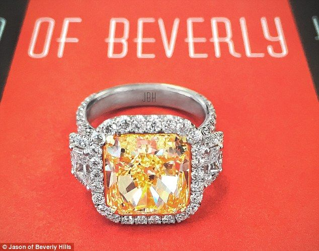 Iggy Azalea engaged to NBA player Nick Young with $500k diamond ring | Daily Mail Online