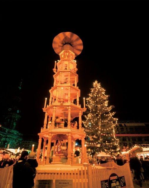 La grande piramide natalizia di Dresda - Germania