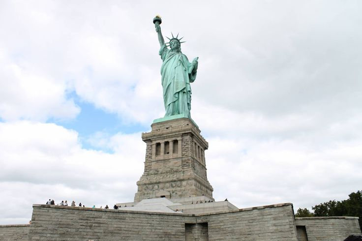 New York City - the place to be! #empirestatebuilding #manhattan #broadway #centralpark #statueofliberty #newyork  #flatironbuilding #groundzero #batterypark #southseaport #skyline #rundreise #eberhardt_travel #richtigreisen http://www.eberhardt-travel.de/reise/kreuzfahrten/ostkueste-usa-kanada/new-york-montreal-aida/us-kfost