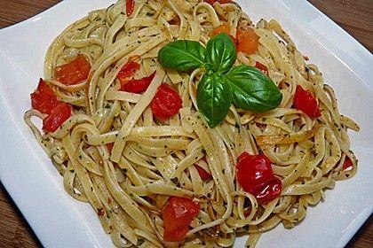 Knoblauchspaghetti mit frischen Tomaten