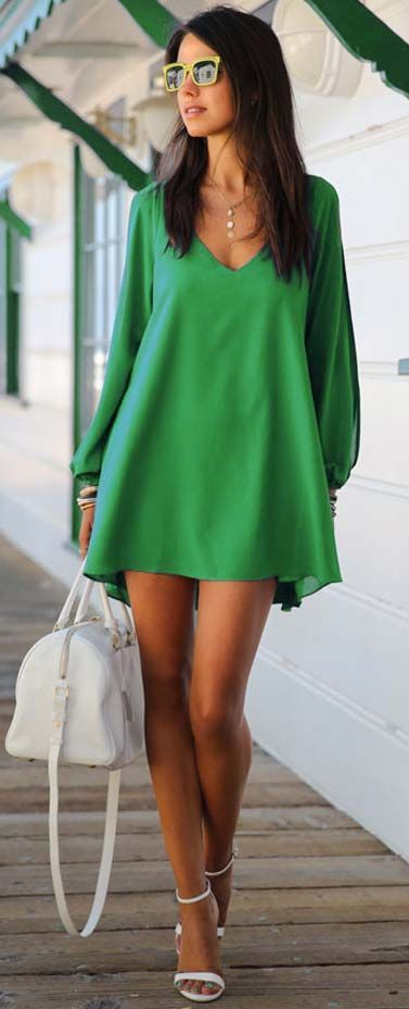 Street style | Chiffon loose green dress with heels and white handbag | Latest fashion trends
