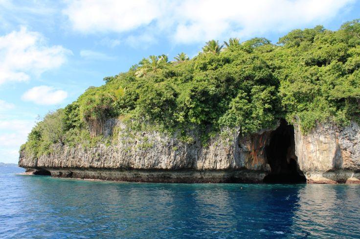 L'entrée de la sublime Swallows cave, #Tonga