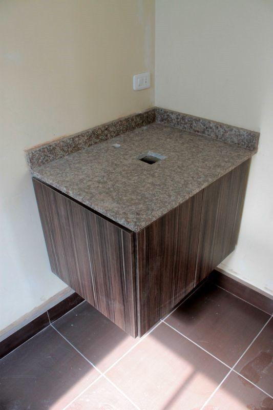 Mes n de granito instalado en mueble del ba o compartido - Meson de granito ...