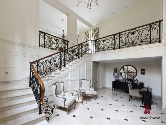 Фото интерьера лестницы дома в американском стиле