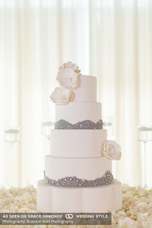 wedding cakes in lagunbeach ca%0A An elegant oceanfront wedding at Pelican Hill Resort in Newport Coast  CA