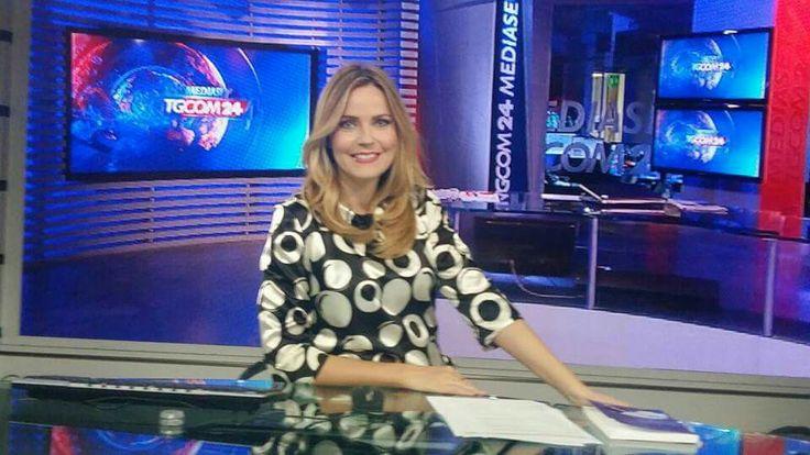 Il fascino esclusivo dell'intelligenza e della professionalità. Alessandra Viero indossa Mauro Franchi.