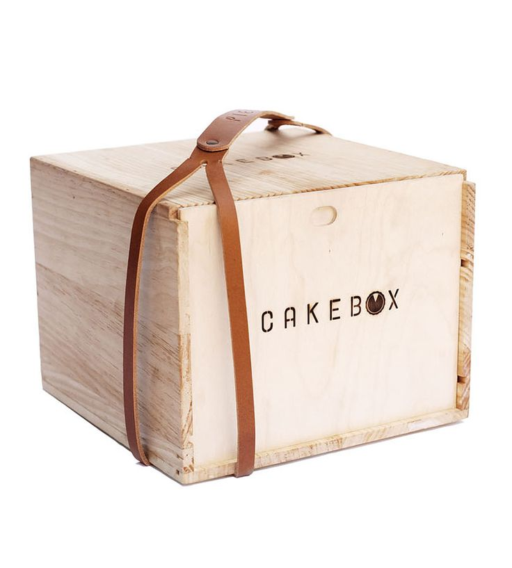 Cake box with leather box strap PD