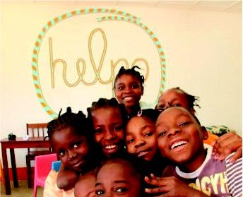 A Helpo é uma Organização Não Governamental para o Desenvolvimento, que leva a cabo programas de apoio, projectos de assistência, ajuda humanitária, desenvolvimento comunitário, educação para o desenvolvimento e desenvolvimento humano em Portugal, Moçambique e S. Tomé e Príncipe. Tem como principal programa o Apadrinhamento de Crianças à Distância, que nos permite, de momento, apoiar mais de 4,089 crianças em idade escolar e pré-escolar, em 27 comunidades rurais.