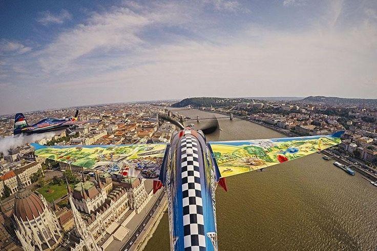 Piloten erleben Budapest aus der Vogelperspektive   Red Bull Air Race