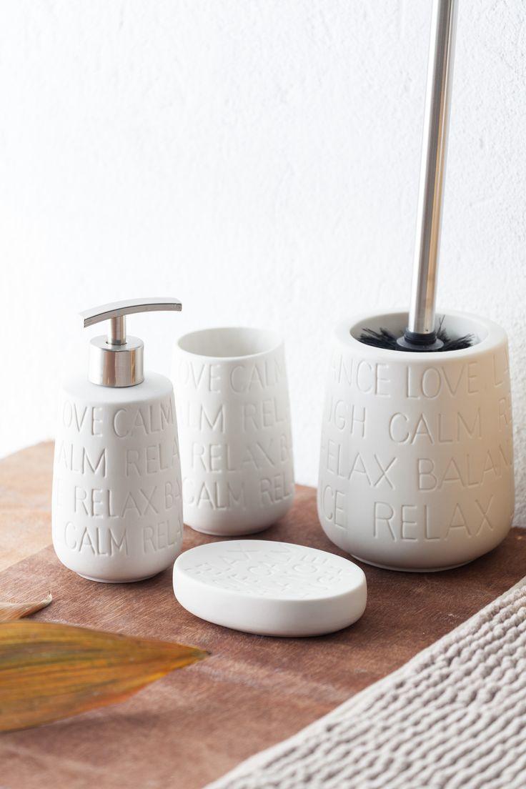 Dale un toque a tu baño con  colecciones y accesorios de cerámica decorada. éstas son de muy mucho. #muymucho #cerámica #baño #relax #decoración #interiorismo #blanco #accesorios