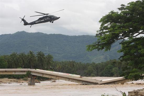 """El Gobierno de Ecuador ofreció a México ayuda humanitaria para apoyar las labores de atención de los cientos de miles de damnificados que ha dejado el paso de los ciclones tropicales """"Manuel"""" e """"Ingrid"""". (Foto: Efe)"""