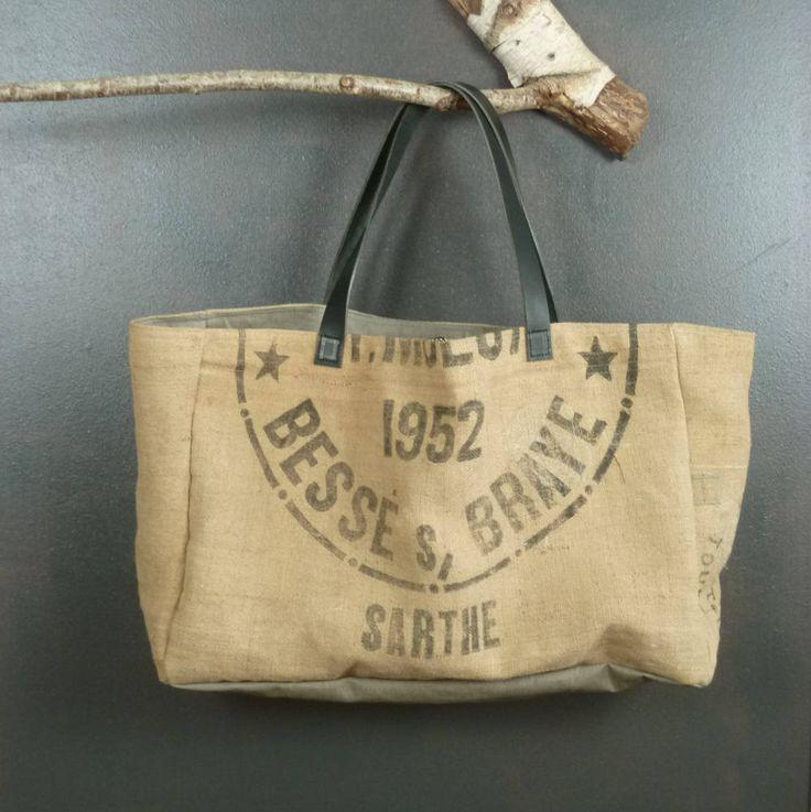 Très très grand panier cabas de plage en toile de jute esprit recyclage (véritables sacs à grains transformés) pièce unique artisanat France de la boutique MADEinPERCHE sur Etsy