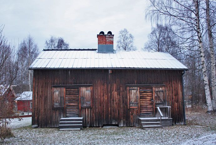 Walk west of Skellefteå's centre and eventually you'll reach Bonnstan, a cluster of pretty wooden cottages built to accommodate worshippers visiting the nearby church.