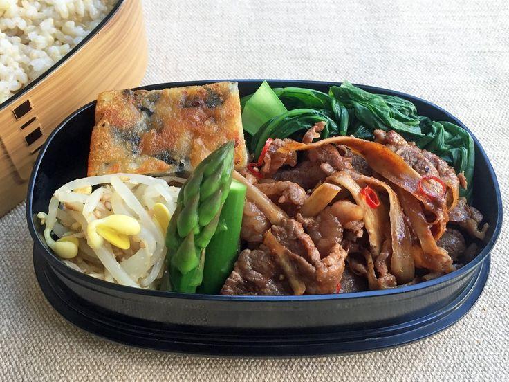 和牛牛蒡コチュジャン炒、アスパラスープ煮、豆もやしナムル、馬鈴薯チヂミ(海苔、レモン醤油)、小松菜お浸、玄米ご飯320g