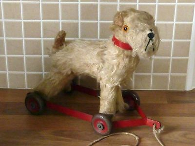 LOVELY CUTE VINTAGE SMALL CHILTERN TERRIER DOG ON WHEELS PULL ALONG TOY