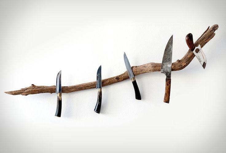 Ein Holzzweig als Messerhalter