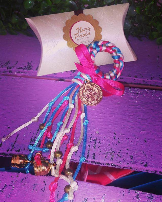 Bendiciones para puerta con la imagen de san Benito o la virgen de guadalupe para que le regales a tus invitados :) cotiizaaaa con nosotros :) incluyen cajita tipo almohada :) #recuerdos #babyshower #boda #xvaños #wedding #evedeso #eventdesignsource - posted by Thammy Franco https://www.instagram.com/thammyfranco. See more Baby Shower Designs at http://Evedeso.com