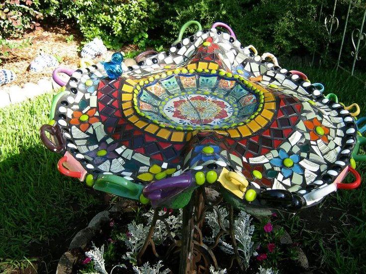 birdbath: Idea, Birdbath Mosaic, Mosaics Birdbath, Mosaic Birdbaths, Garden, Birds