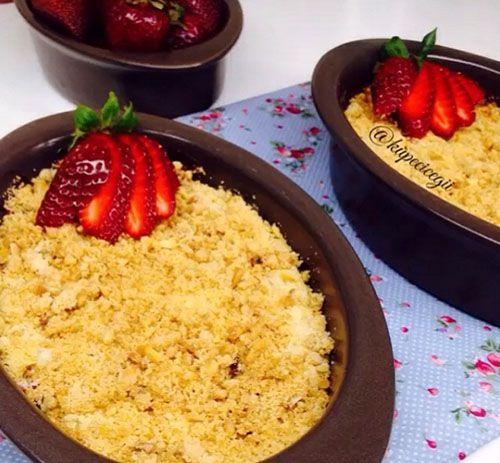 Değişik bir tatlı yapmak isteyenler Çilekli Crumbleden yapabilirler.
