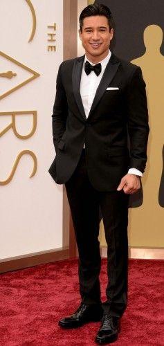 Mario Lopez: Υπέροχος με το J. Lindeberg tuxedo του, συνδυασμένο με YSL παπαγιόν και John Varvatos παπούτσια. #oscars