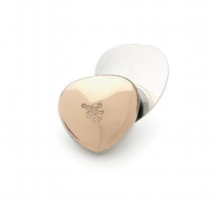 If it's a little bit more power, energy and strength, then enter Energetix Magnet Heart of Bingen.  It is one of the most popular products and can be worn anywhere, day or night, at full strength - around the clock.  Find it in my web store: http://www.doriskarpowitz.energetix.tv/  Spa Accessories >>, or by entering the order no. 177 in the search button.  Price: 39, - € plus shipping.  The appointment is easy and secure (SSL).