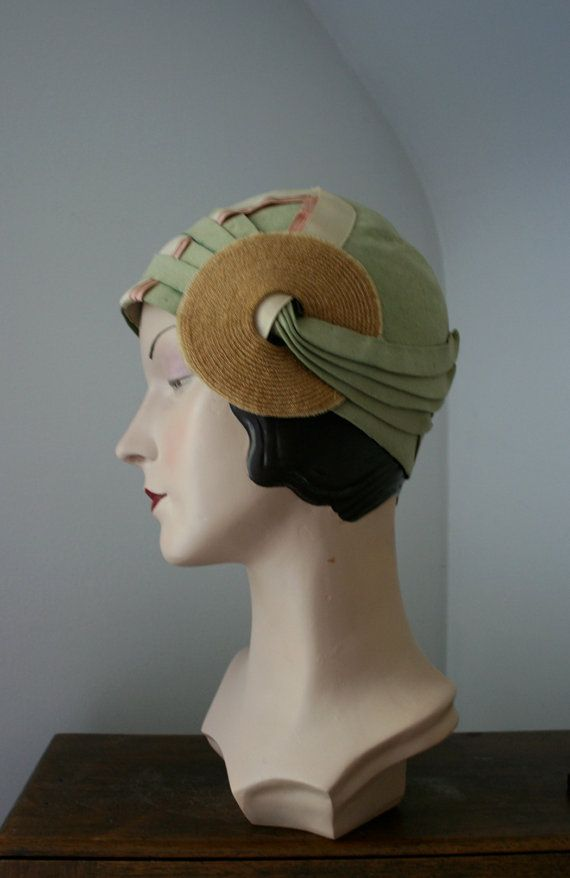 Wonderful 1920s green and light brown felt cloche hat. #vintage #hats #1920s