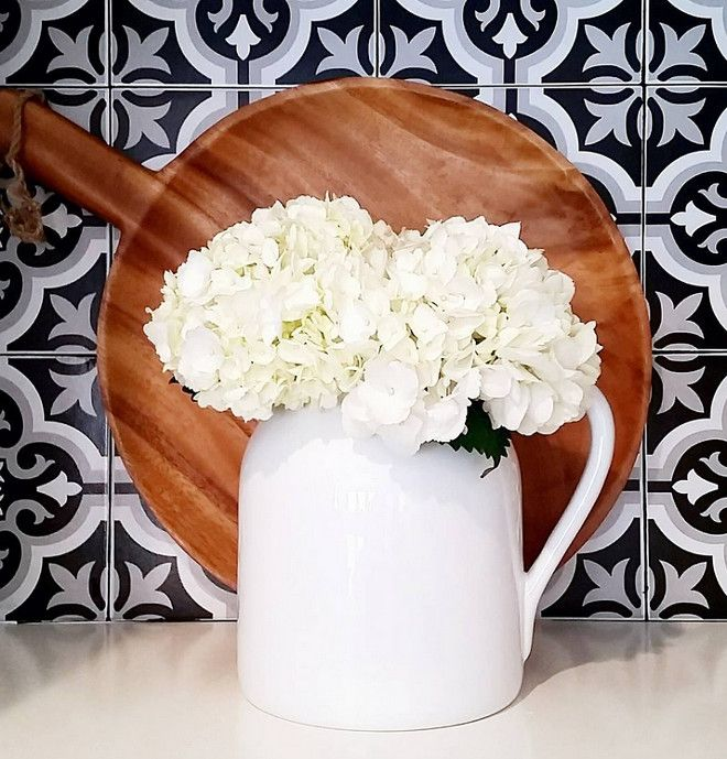 flowers.quenalbertini: Flowers in the Kitchen Top, Beautiful Homes of Instagram   HomeBunch