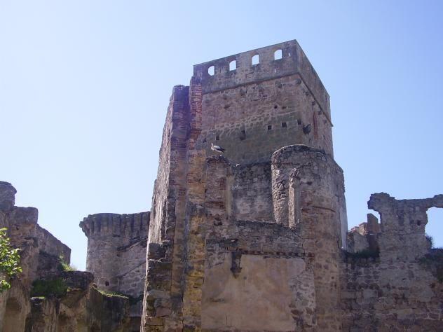 La hermosa torre del homenaje del castillo de Belvís de Monroy.