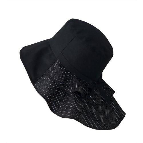 【岡田美里プロデュース mili millie 首筋美人帽子】  岡田美里プロデュースブランド『mili millie』のUVカット帽子です。長めの後ろつばがポイントのオシャレな帽子。2段フリル使いでかわいい後ろ姿を演出。長めの後ろつばが首筋を守ります。爽やかクールマックス素材使用。内側ゴム仕様でサイズ調整可能です。
