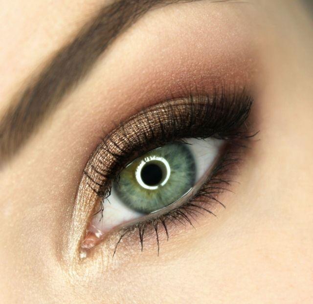 maquillage yeux smokey eye en marron avec mascara noir