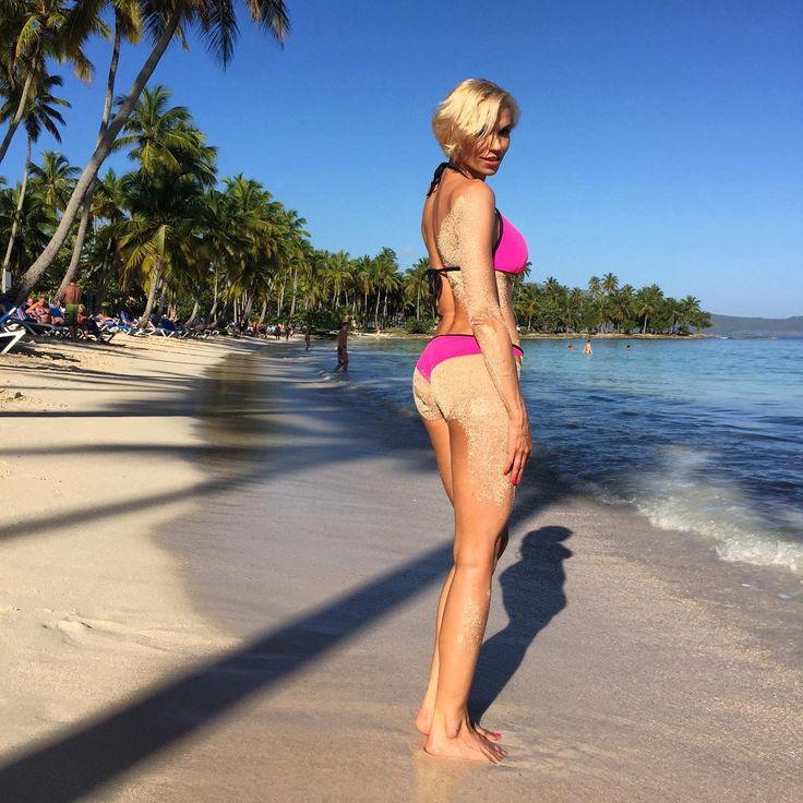 Vzpominkanadominikanu#slunce#more#plaz#pohoda#nicnemuset#valetsisunky#obzerstvi#chcizpatky#panuzasnakfoti#holiday#dominikana#sun#beach#sea#happy#czechgirl#czechwoman#befittv#befittv#motivation#body#swimsuit ☀️
