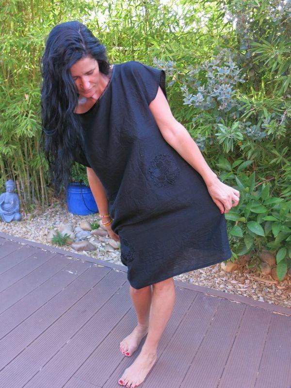 une D du stylish dress book en lin noir applat de dentelles