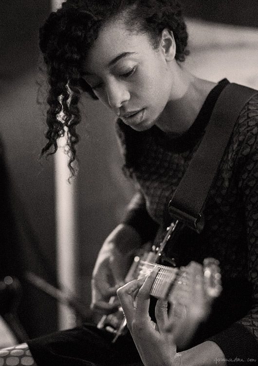 Corinne Bailey Rae, Electric Lady Studio, music, band, singer, recording, guitar, black and white / Garance Doré