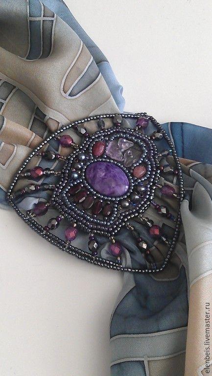 Купить Брошь-пряжка 5 в 1 с чароитом и гранатом - разноцветный, фиолетово-розовый, сиреневый, серый